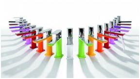 Tres maišytuvai - spalvingi vonios akcentai
